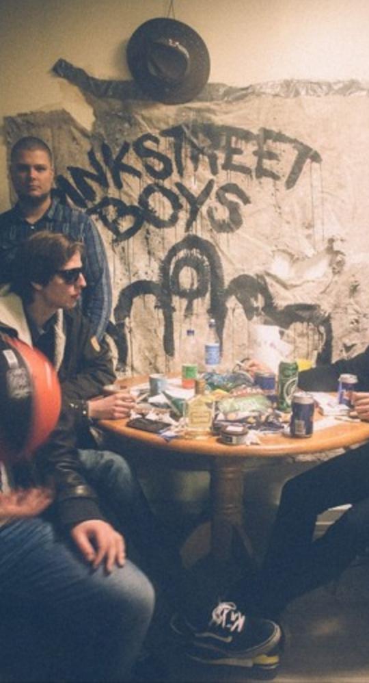 Pink Street Boys – Let It Down